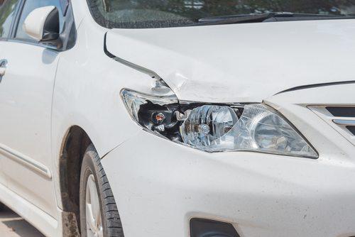 Bilskade - Skadet frontlykt - Sarpsborg Autoservice